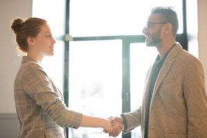 saludo corporativo generando sentimiento de pertenencia